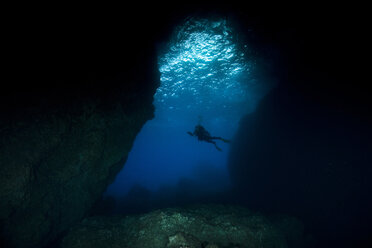 Portugal, Azores, Santa Maria, Atlantic Ocean, cave and diver - ZCF000099