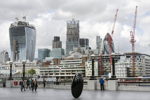 England, London, City of London, view skyscrapers and construction sites at financal district - WE000160