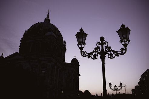 Germany, Berlin, Berlin-Mitte, Berlin Cathedral in the evening - ZMF000308