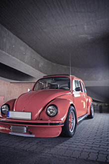 Old VW beetle parking at underpass - VTF000328