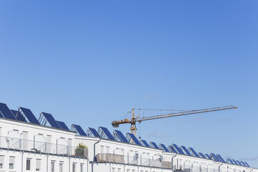 Germany, Cologne Widdersdorf, solar panels on roofs of residential buildings - GWF003546