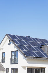 Germany, Cologne Widdersdorf, solar panels on roof of residential building - GWF003575