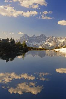 Austria, Styria, Liezen District, Tauern, View to Dachstein, Lake Spiegelsee - GFF000523