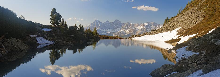 Austria, Styria, Liezen District, Tauern, View to Dachstein, Lake Spiegelsee - GFF000524