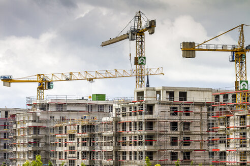 Germany, Berlin, view to construction sites of new multi-family houses - BIG000022