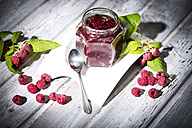 Homemade raspberry jam and raspberries, Rubus idaeus - MAEF008544
