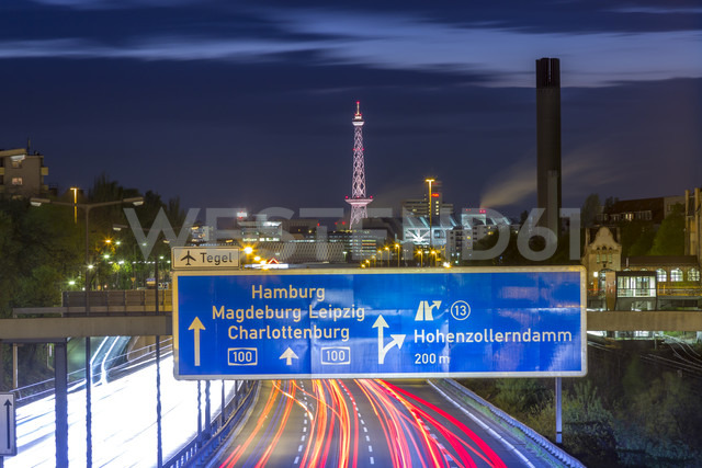 Germany, Berlin, Berlin-Charlottenburg, Federal Motorway 100 through downtown Berlin with the Funkturm Berlin and the exhibition halls in the background at night - NKF000151 - Stefan Kunert/Westend61