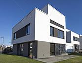 Germany, Hesse, Frankfurt Riedberg, view to one-family house - JWAF000118