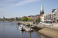 Germany, Bremen, view to boardwalk Schlachte and Martini landing pier - WIF000843