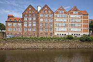 Germany, Bremen, view to Weserburg at peninsula Teerhof - WI000846