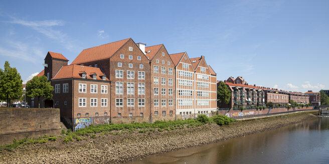 Germany, Bremen, view to Weserburg at peninsula Teerhof - WIF000855