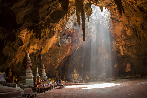 Thailand, Phetchaburi, interior view of the cave temple Wat Khao Luang - ZC000119