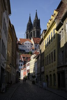Germany, Saxony, Meissen, view to alley in the historical city center - ELF001103
