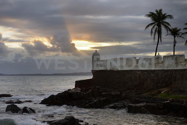 Brazil, Salvador da Bahia, Barra, view to  Forte Santa Maria at twilight - FLKF000360