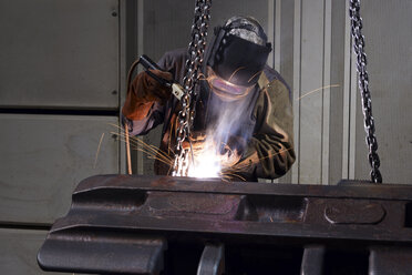Welder working in a factory - LYF000130