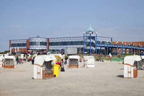 Germany, Lower Saxony, East Friesland Norddeich, hooded beach chairs in front of Haus des Gastes - WI000872