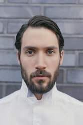 Portrait of young bearded man wearing white shirt - MFF001141