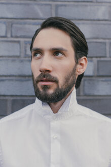 Portrait of young man wearing white shirt - MFF001143
