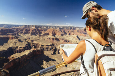 USA, Arizona, couple with map orientating in front of Grand Canyon - MBEF001101