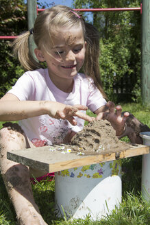 Little girl playing with sand in the garden - YFF000199