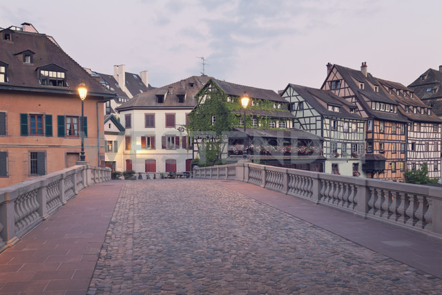 France, Strasbourg, Pont Saint Martin over River Ill in district Petite France - MEMF000267