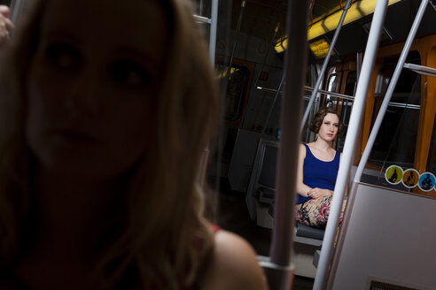 Two young women in a subway - DISF000891