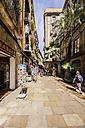 Spain, Barcelona, Sant Pere, pedestrian area wit shops - THAF000527
