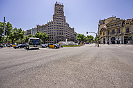 Spain, Barcelona, crossroads in district Eixample - THAF000561
