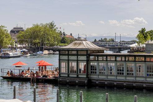 Switzerland, Zurich, view to public swimming bath 'Frauenbad' at Limmat River - EJW000433