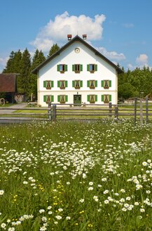 Germany, Bavaria, Wies, view to old farmhouse - MH000321