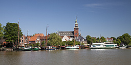 Germany, Lower Saxony, Leer, view to the city with museum harbour in front - WI000893