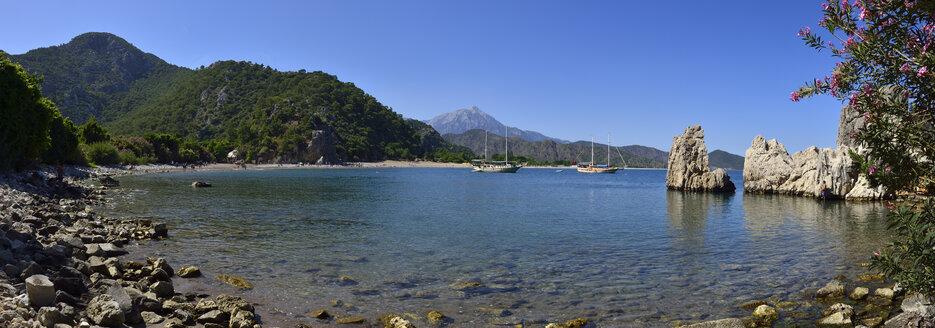 Turkey, Antalya Province, Lycia, Olympos Beydaglari National Park, View over Olympos and Cirali beach, Panorama - ES001273