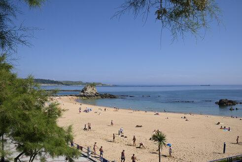 Spain, Cantabria, Santander, Playa del Camello, Beach - LAF000926