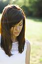 Brunette woman outdoors looking down - HCF000047