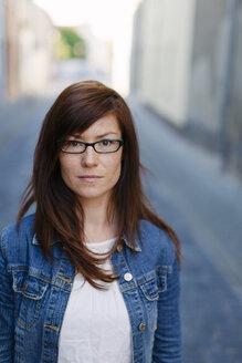 Portrait of brunette woman in a street - HCF000049