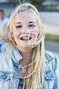 Portrait of smiling teenage girl - UUF001371