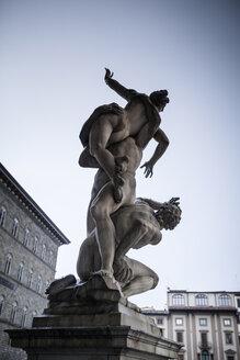 Italy, Tuscany, Florence, sculpture 'Rape of the Sabine women' at Piazza della Signoria - SBDF001023