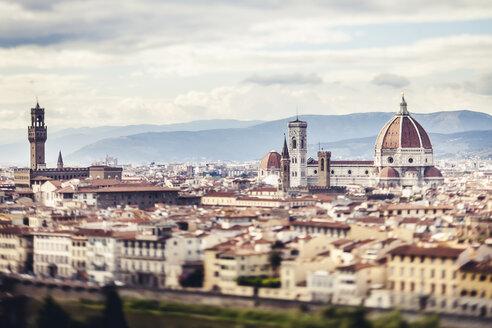 Italy, Tuscany, Florence, city view with Palazzo Vecchio and cathedral Santa Maria del Fiore - SBDF001061