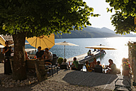 Austria, Salzburg State, Fuschlsee Lake, Fuschl am See, Restaurant at lakeshore in the evening - SIE005683