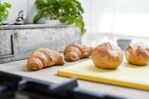 Two croissants and two bread rolls - FEXF000161