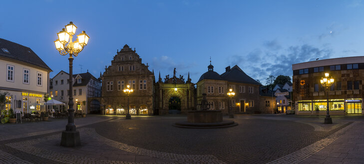 Germany, Lower Saxony, view to entrance portal of Bueckeburg Castle with lighted market place in front - PVCF000045