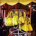 Handbags in a shop - GS000892