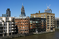 UK, London, City of London, view to multi-family houses with luxury apartments at Themse River - WEF000186