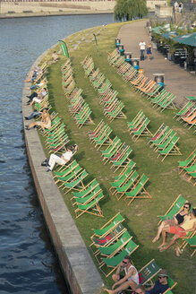 Germany, Berlin, view to beach bar at Spree River - MEM000358