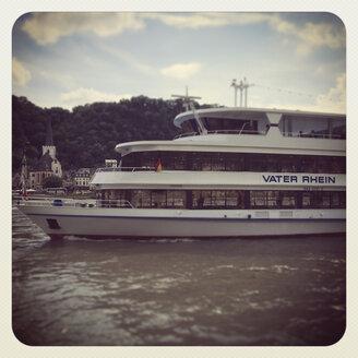 Germany, Rhineland-Palatinate, tourboat on River Rhine - GW003078