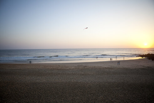 France, Aquitaine, Capbreton, people relaxing on the beach at twilight - FAF000037