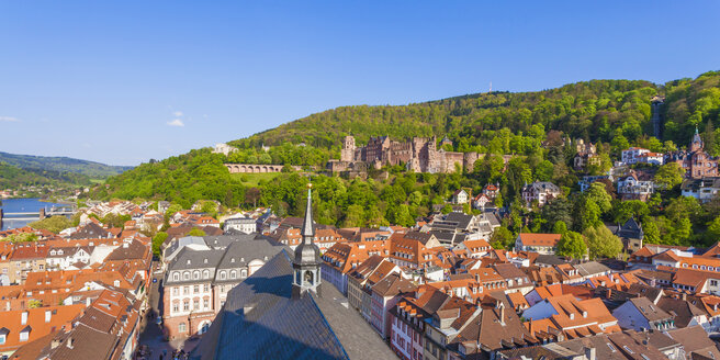 Germany, Baden-Wuerttemberg, Heidelberg, View from Church of the Holy Spirit, Old town and Heidelberg Castle - WDF002518