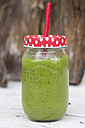 Screw-top jar of green smoothie with drinking straw - SARF000747