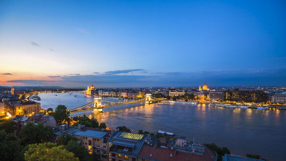 Hungary, Budapest, View from Buda to Pest, Chain bridge and Danube river in the evening - PU000002