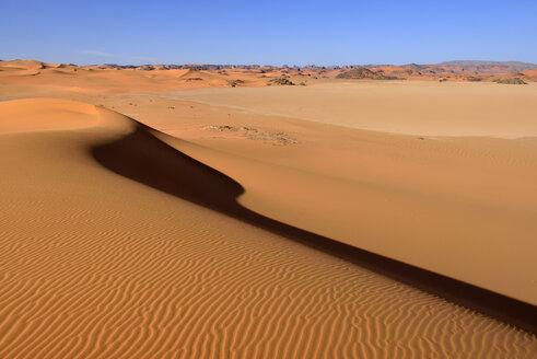 Africa, Algeria, Sahara, Tassili N'Ajjer National Park, View of sand dunes of Tehak - ES001294